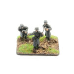 GW04 – German Infantry in Greatcoats – NCOs with MP40 SMG, x3