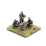 GW06 – German Infantry in Greatcoats – MMG & 3 Crew, firing (parts to make MG42 or MG34)