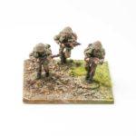 RM03 – British Riflemen (with helmet), x3 advancing