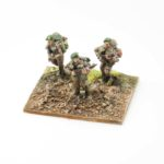 RM03a – British Riflemen (with beret), x3 advancing