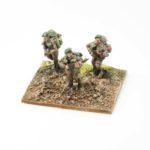 RM03a – British Riflemen (with beret), x3 advancing