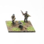SS43a – NCO`s with MP40 smg (3 figures)
