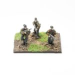 SS43h – German SS Panzer Grenadiers (smock, ankle boots, webbing, SSHandschar) – NCOs with MP40's SMG, x3