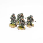 GER05 – Infantry in Greatcoats in Helmetand Capss with MP40's